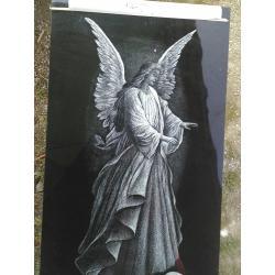 Gravírovaný anděl velikost cca 25 cm