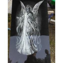 Gravírovaný anděl velikost cca 30 cm